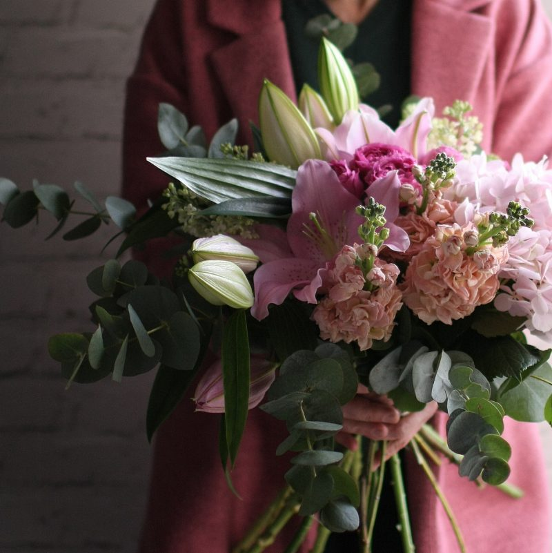 Medium tied bouquet (pink)